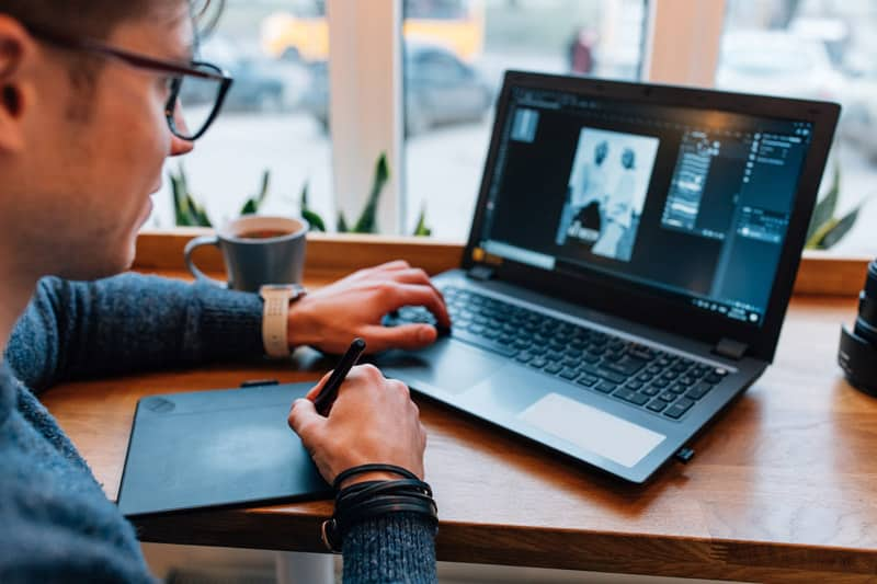 Si buscas como crear tus propios diseño web de empresa, te vamos a dar una serie de recomendaciones acerca de que CMS se adapta mejor a lo que necesitas.
